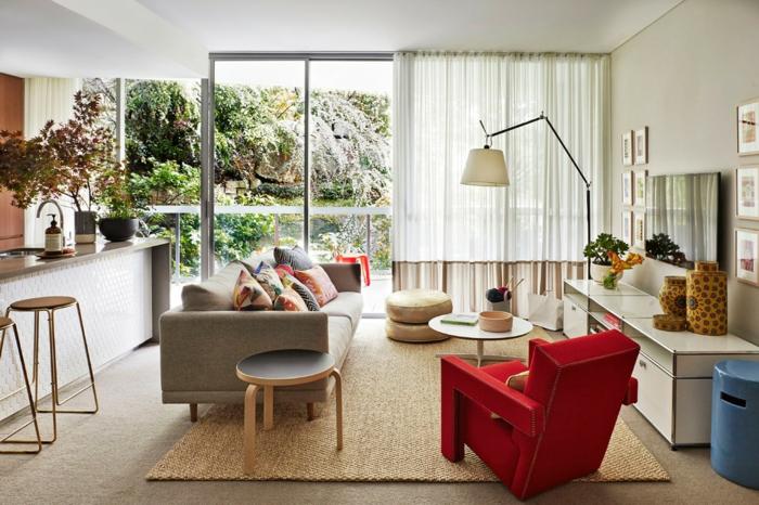 belle-idée-pour-design-lampadaire-salon-design-magnifique-vue-montagne-canapé-rouge