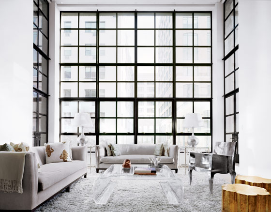 Tapis Blanc Salon : Two-Story Living Room Floor to Ceiling Windows