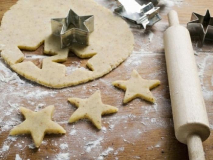 biscuit-de-noël-en-forme-d-etoile-comment-creer-biscuit-de-noel-en-forme-d-etoiles