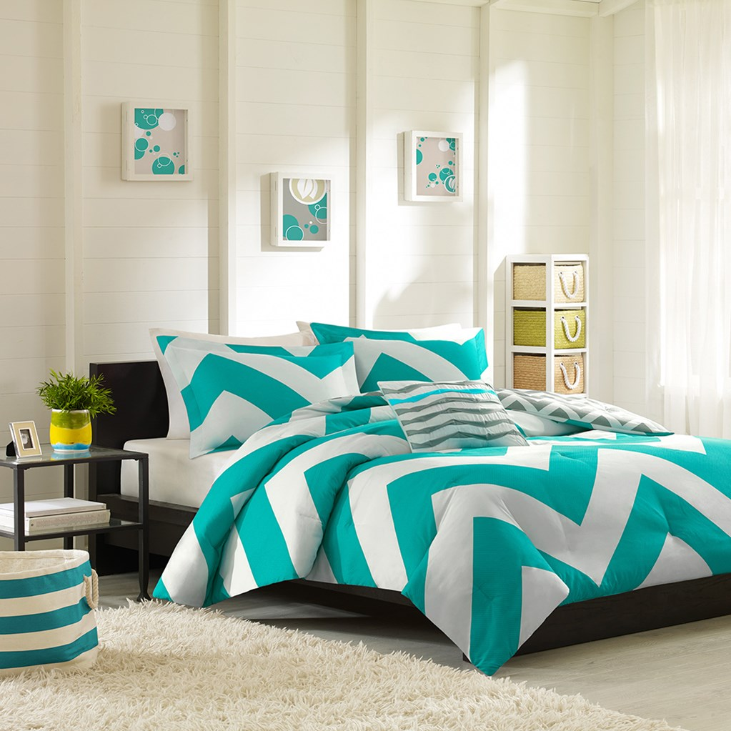 bleu-et-blanc-chambre-a-coucher-cozy-tapis-shaggy-blanc-idee-deco