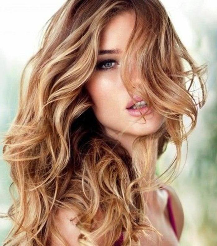 blond-cuivré-meche-blonde-pour-les-filles-modernes-tendances-de-la-mode-2017