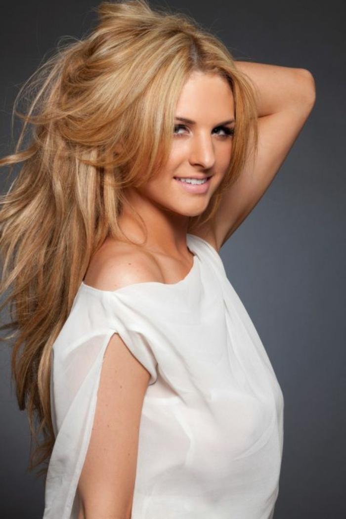 blond-cuivré-meche-blonde-pour-les-filles-modernes-tendances