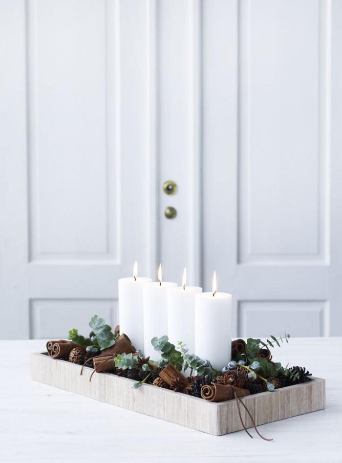 bougie-blanche-quatre-bougies-blanches-dans-une-boîte-rectangulaire