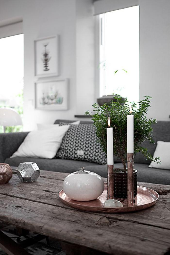 bougie-blanche-belle-décoration-avec-bougies-blanches-dans-un-plateau