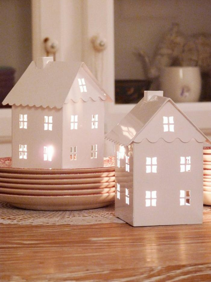 Cr ez une merveilleuse d coration avec la bougie blanche for Decoration de la maison blanche noel
