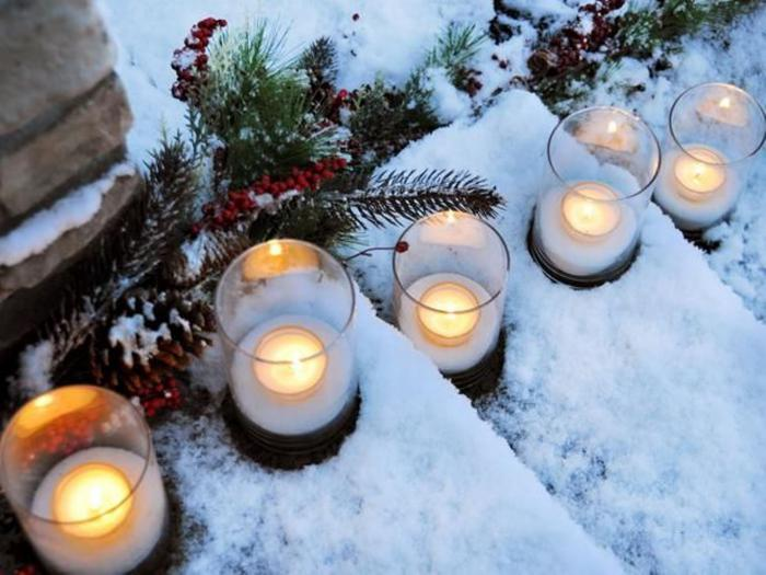 bougie-blanche-déco-de-Noel-pour-l'extérieur