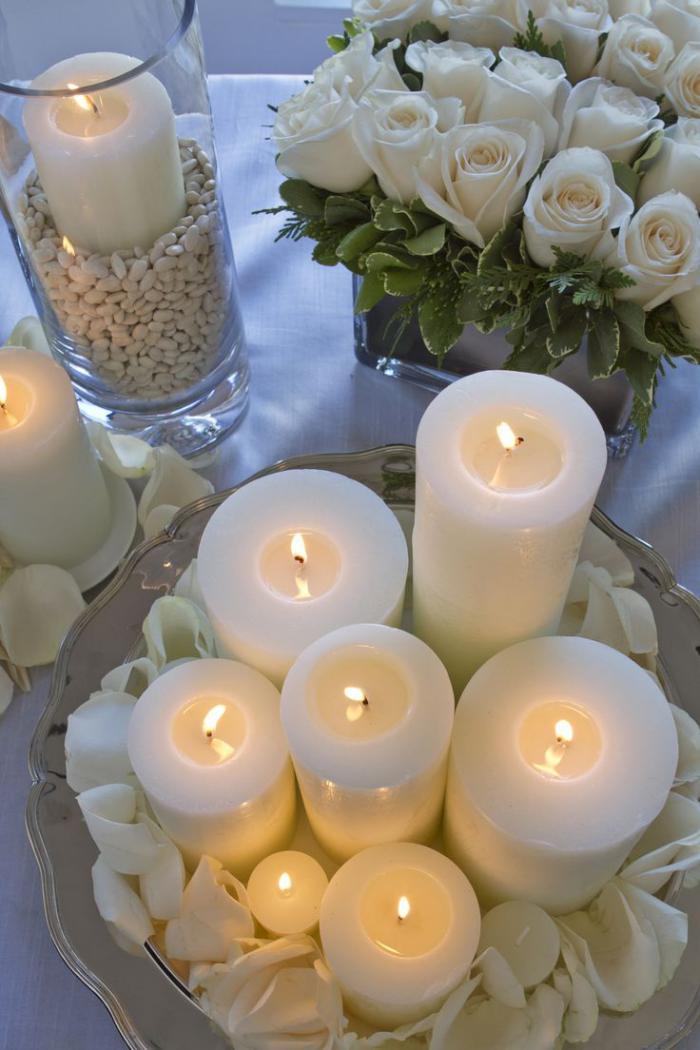 bougie-blanche-décoration-de-table-de-mariage-avec-bougies-blanches