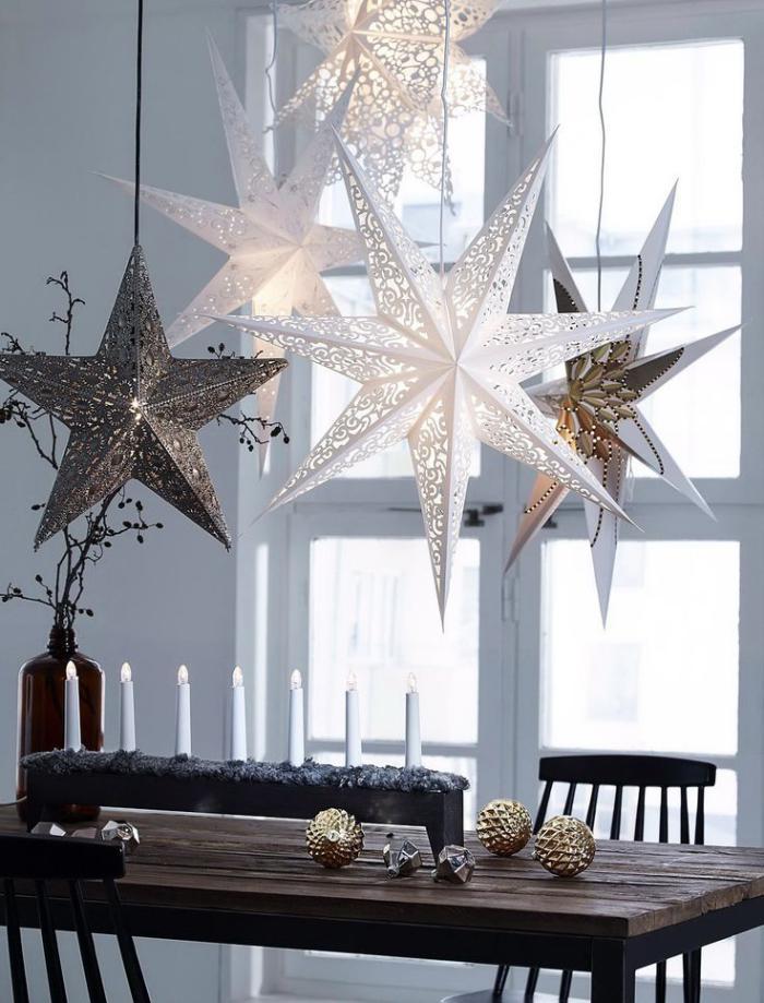 bougie-blanche-merveilleuse-déco-Noel-table-en-bois-brut