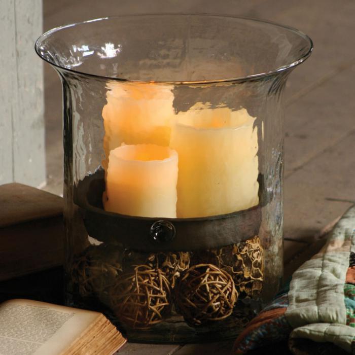 bougie-blanche-trois-bougies-mises-dans-un-bocal-en-verre