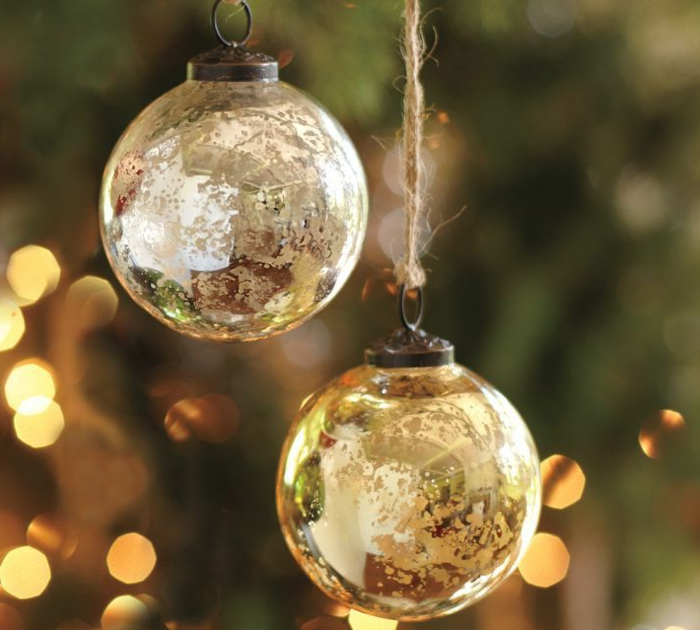 boule-de-Noël-en-verre-decoration-de-noel-pour-le-sapin-de-noel-sapin-de-noel