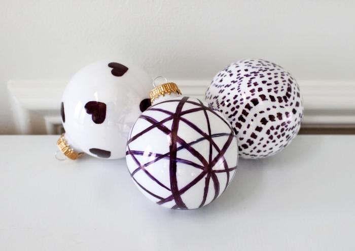activité manuelle noel facile pour grands et petits, customiser une boule de Noël blanche avec dessins en vernis à ongles