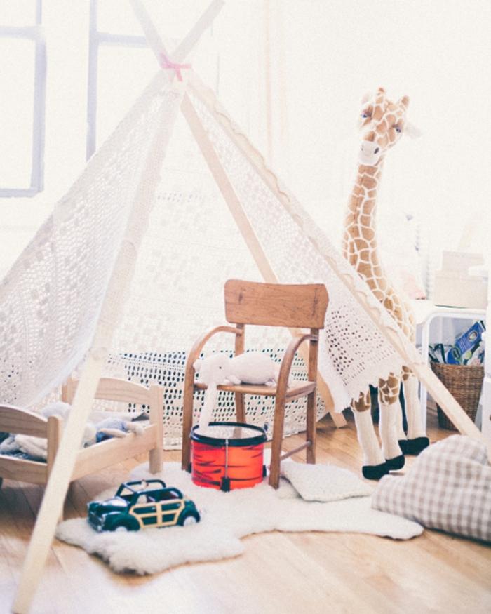 cabane-enfant-tente-enfant-jouer-dedans-dans-une-tente-idée-vintage
