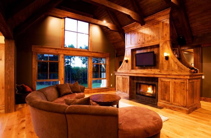 canapé-arrondi-chalet-chaleureux-avec-belle-cheminée