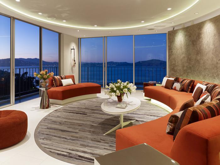canapé-arrondi-salle-de-séjour-fantastique-design-lumineux-et-sobre