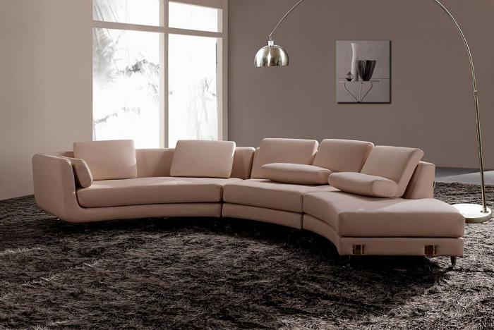 Intérieurs avec un canapé arrondi un meuble pratique et déco