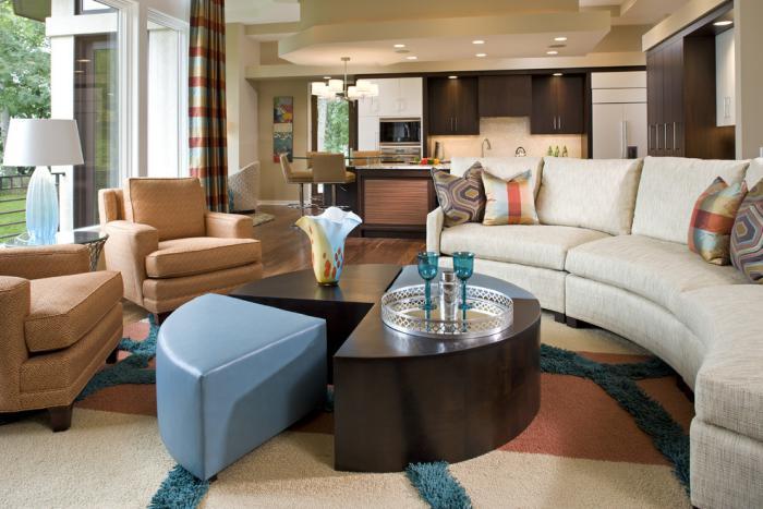 canapé-arrondi-sofa-en-arc-blanc-table-ronde-composable
