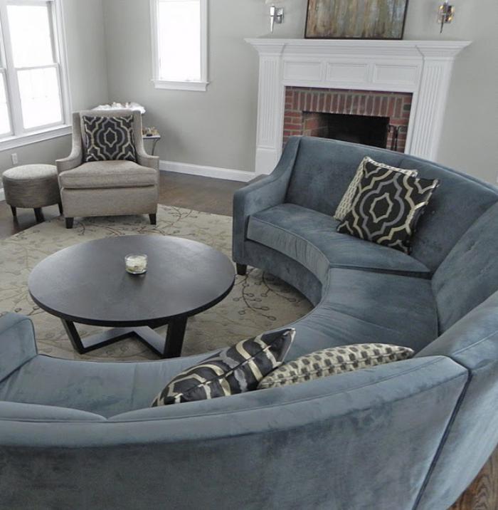 canapé-arrondi-design-salle-de-séjour-élégante