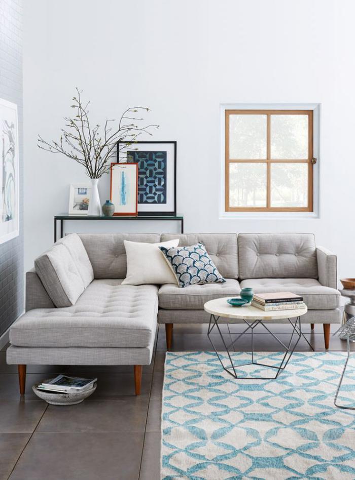 canapé-composable-d'angle-couleur-grise-tapis-joli-bleu