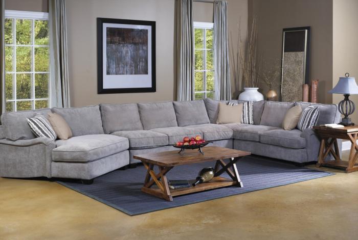 canapé-composable-gris-table-en-bois-et-peinture