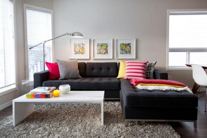 canapé-composable-un-petit-coin-aménagé-comme-salle-dde-séjour