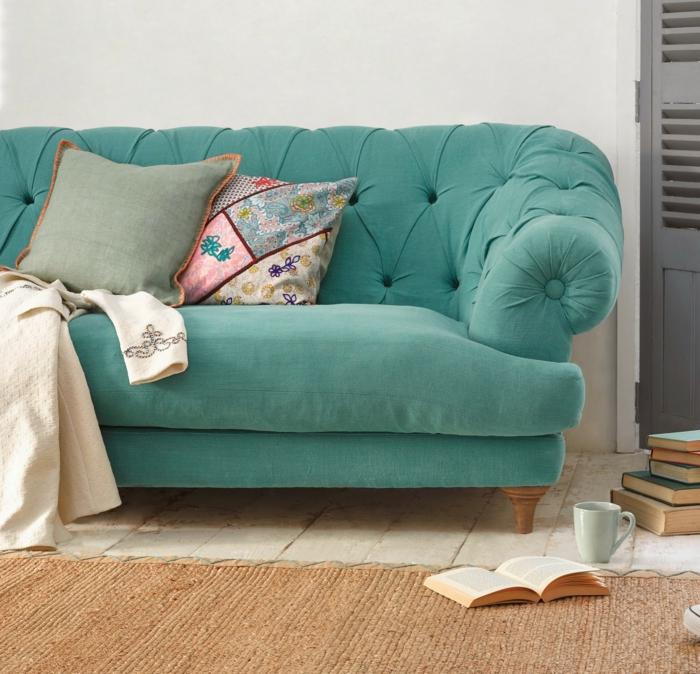 canapé-design-canape-confort-cuir-dans-la-maison-sofa-bleu-confi