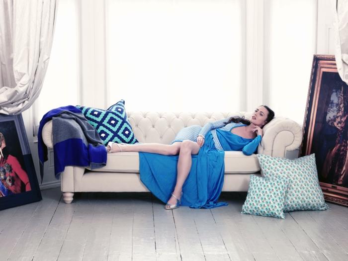 canapé-lit-confortable-salle-de-séjour-ambiance-blanche-sofa