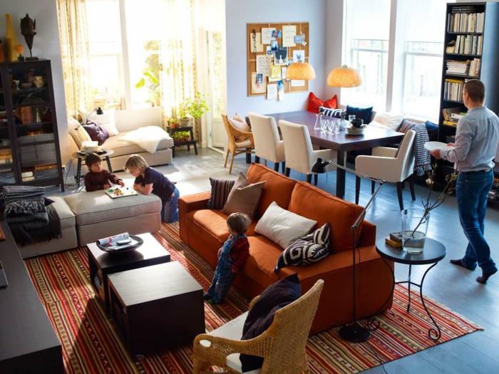 canapé-lit-confortable-salle-de-séjour-ambiance-jouer-avec