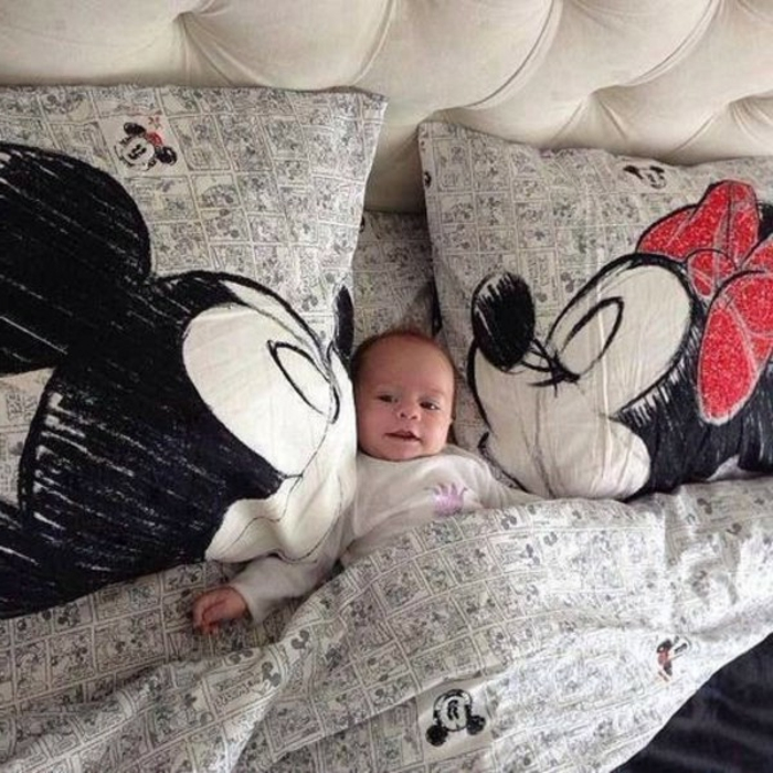 chambre-à-coucher-taie-oreiller-taille-oreiller-taie-traversin-mickey-et-minnie-mouse-embrasse