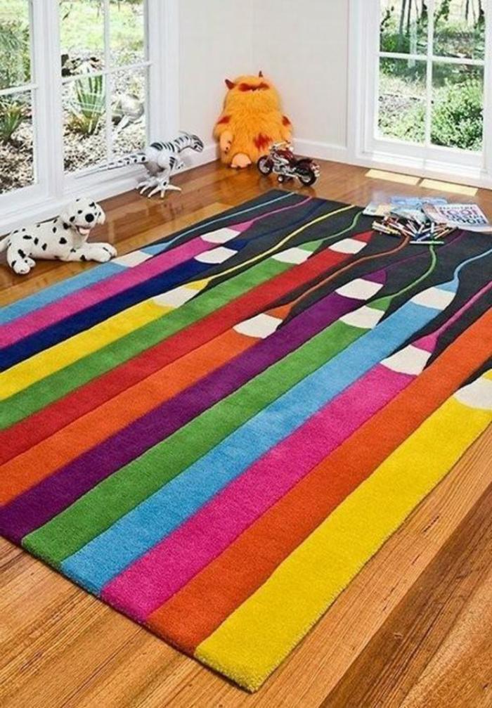 chambre-à-jouer-enfant-bien-aménagée-tapis-coloré-tapis-crayons