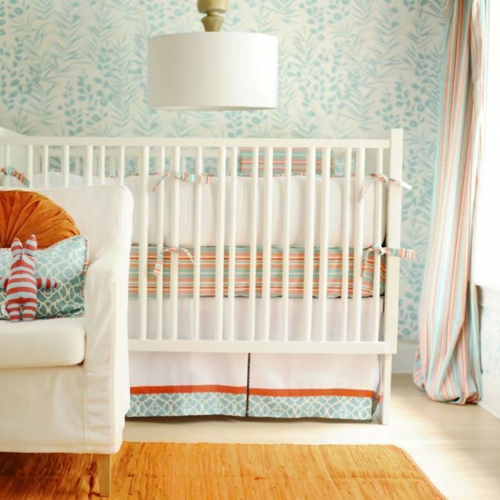 chambre-bebe-linge-lit-bébé-le-lit-de-votre-bébé-bleu-blanc-et-orange