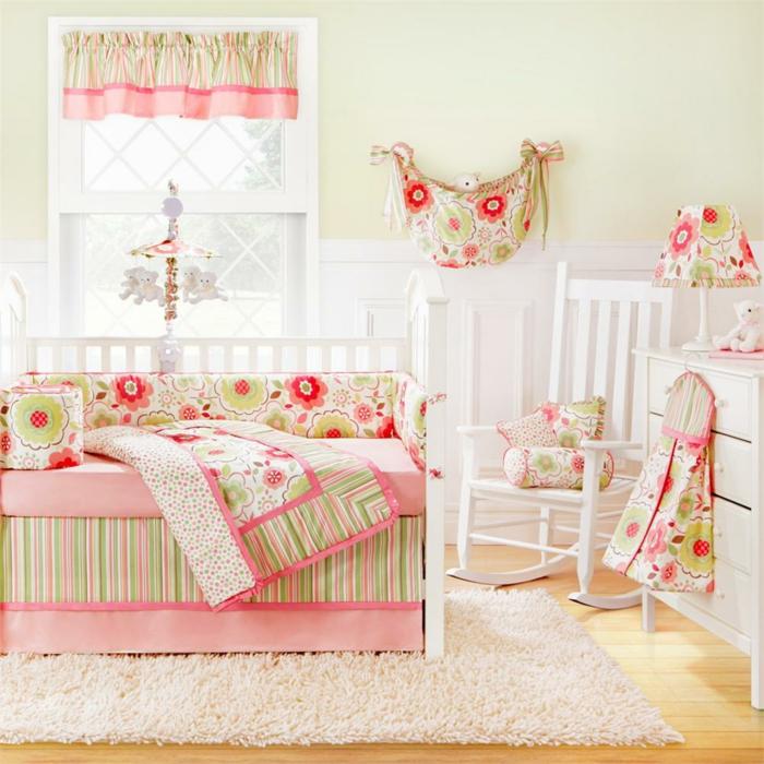 chambre-bebe-linge-lit-bébé-le-lit-de-votre-bébé-cool-blanc-et-rose