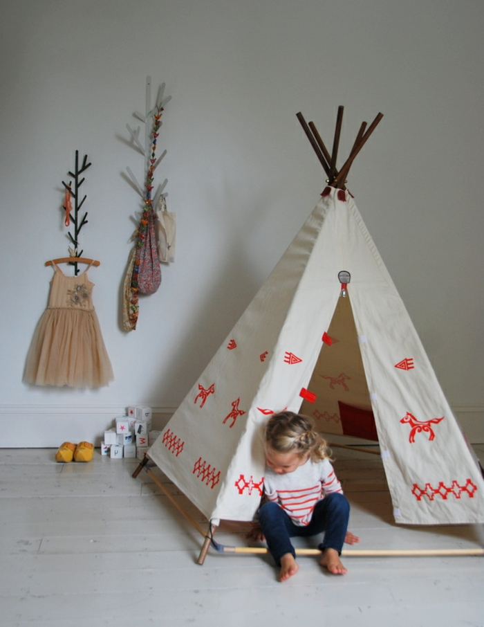 photo tipi enfant affordable interieur tipi tipi interieur chaise de bureau tissu tente tipi. Black Bedroom Furniture Sets. Home Design Ideas