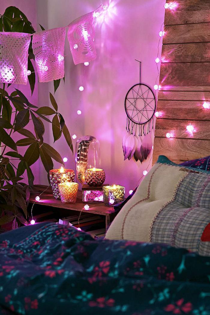chambre-violette-boho-chic-décoration-tenture-violette