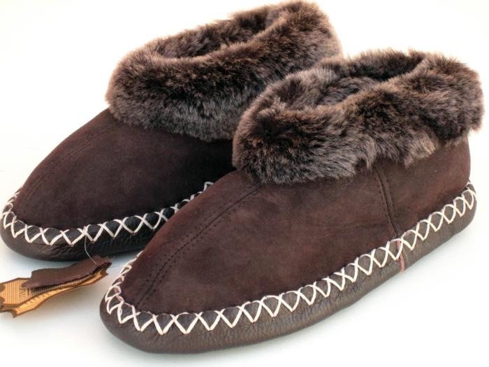 charentaises-homme-de-couelur-marron-foncé-comment-choisir-les-meilleurs-pantoufles