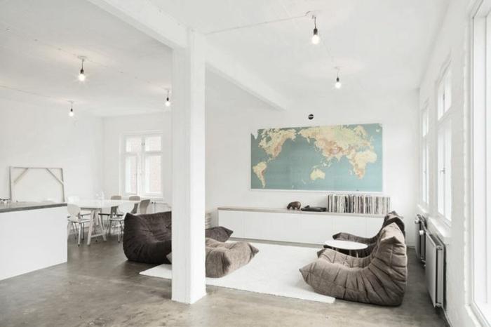 chauffeuse-pas-cher-gris-pour-le-salon-moderne-sous-comble-et-sol-en-beton-ciré