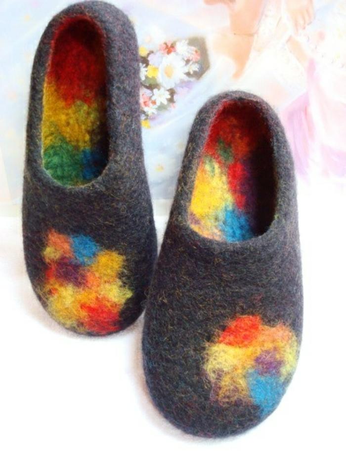 chausson-isotoner-colores-pour-les-hommes-qui-aiment-la-mode-quels-pantoufles-choisir