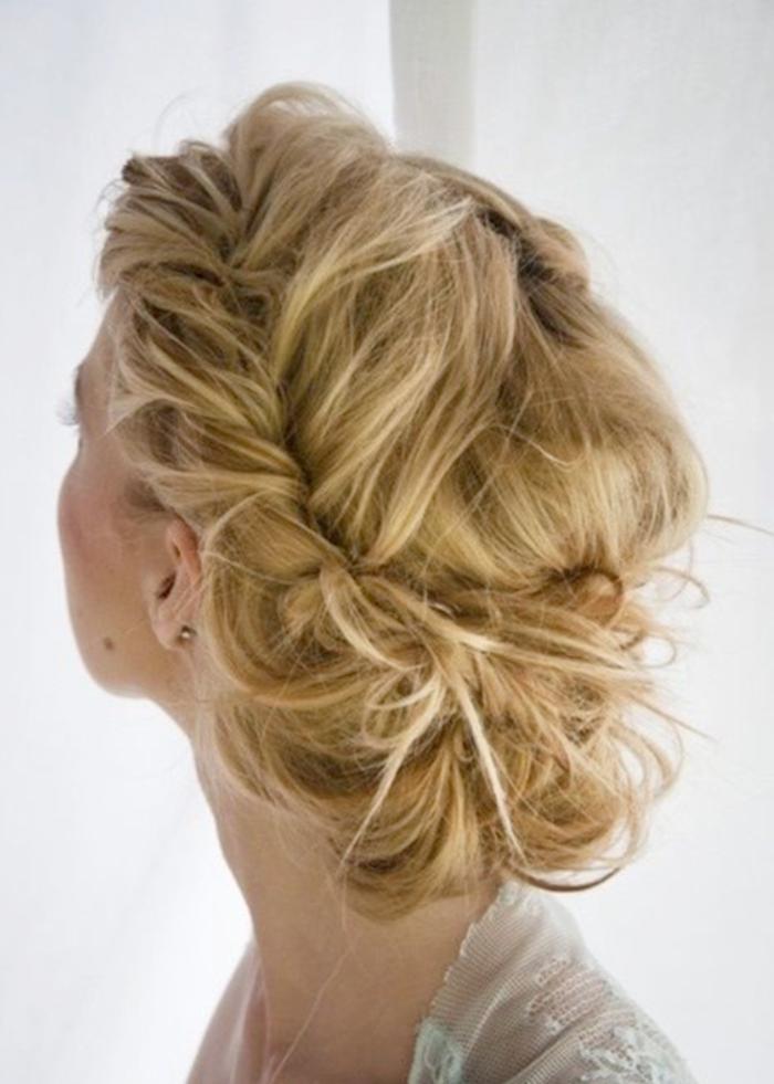coiffure-avec-tresse-jolie-coiffure-tresse-chignon-idée-pour-la-soirée-romantique