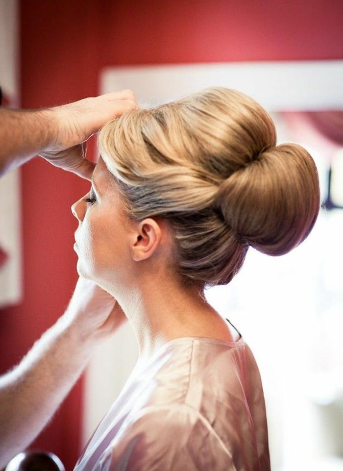 coiffure-facile-cheveux-mi-long-cheveux-blonds-pour-les-filles-elegantes-qui-aiment-la-mode