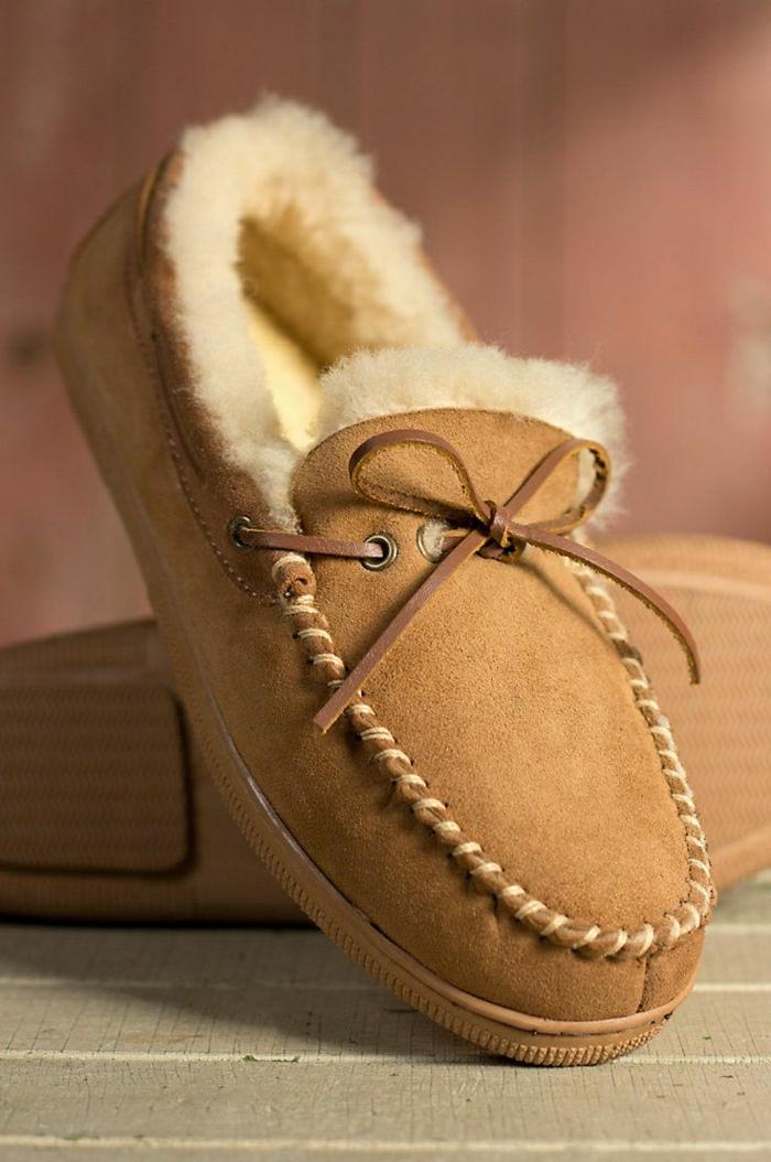 comment-avoir-un-vrai-confort-avec-les-pantoufles-homme-de-couleur-beige