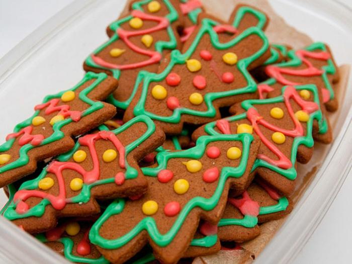 comment-choisir-la-forme-pour-le-biscuit-de-noël-bredele-de-noel-sur-la-table-de-noel