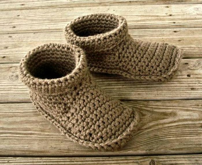comment-choisir-les-pantoufles-homme-pantoufles-charentaises-tricotes-de-couleur-beige