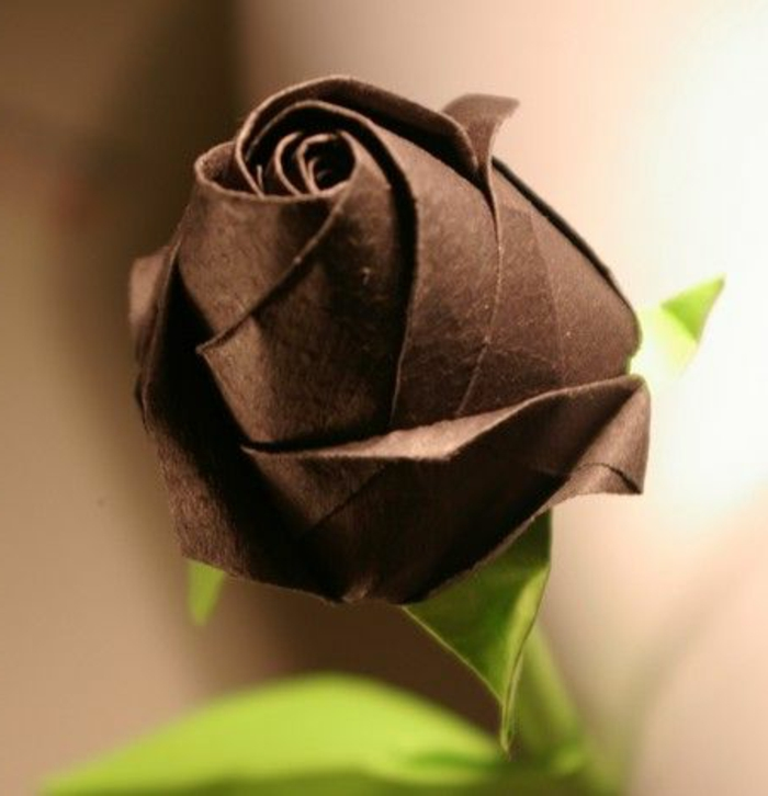comment-creer-un-rose-en-origami-pliage-facile-a-faire-rose-noire-fleur-en-origami