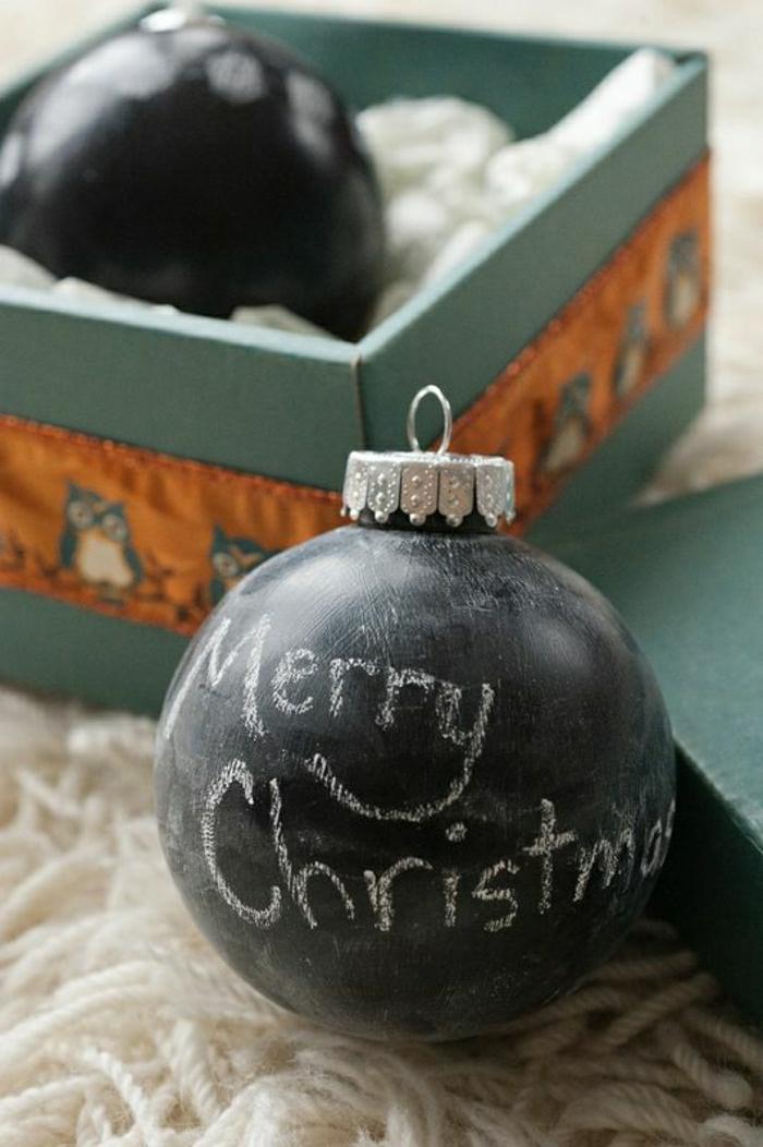 comment-decorer-avec-la-boule-de-noel-noire-jolie-decoration-pour-les-boules-de-noel-en-verre