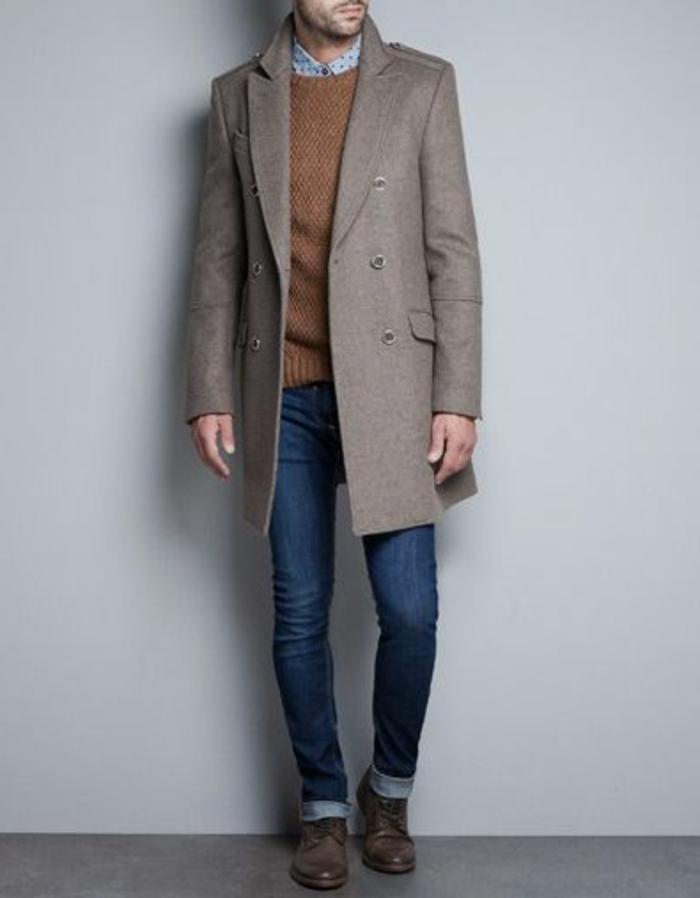 comment-etre-elegant-avec-un-joli-manteau-homme-celio-de-couleur-beige-avec-pull-maron