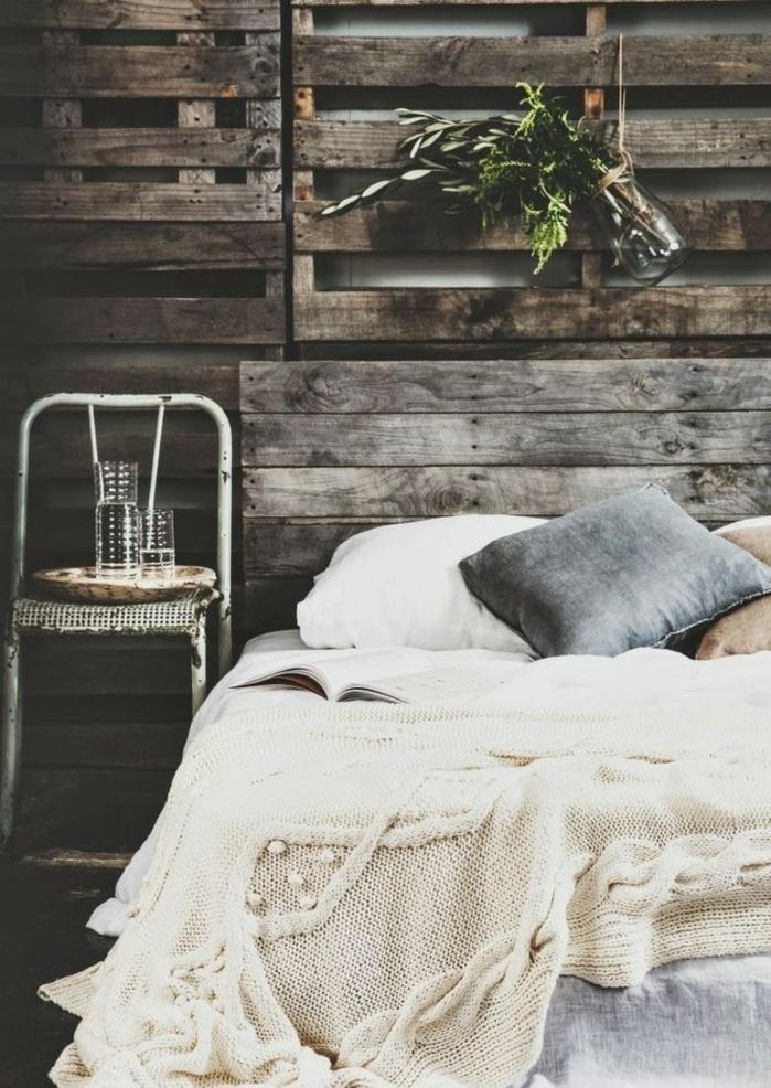 confort-sur-le-lit-la-taie-d-oreiller-tête-d-oreiller-beau-lit-idée-amenagement-chambre-à-coucher