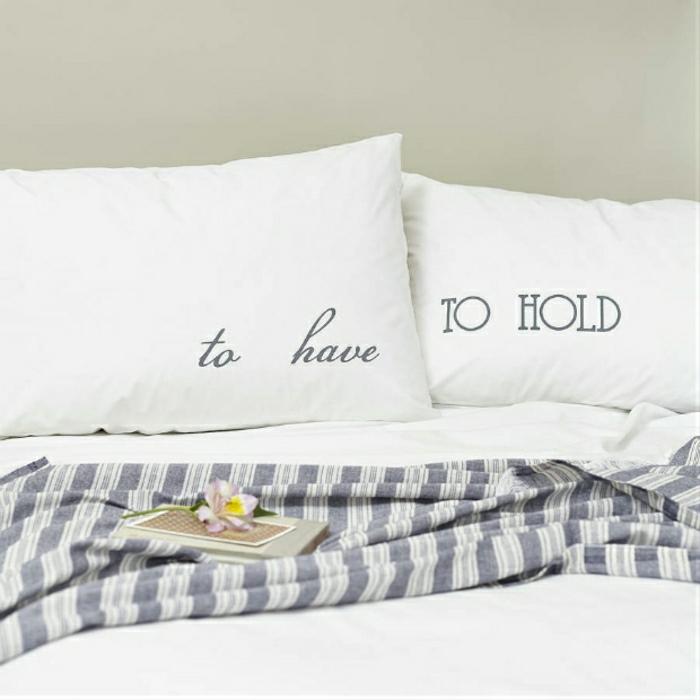 confort-sur-le-lit-la-taie-d-oreiller-tête-d-oreiller-idée-taie-d-oreiller-design-taies-d-oreiller-taille