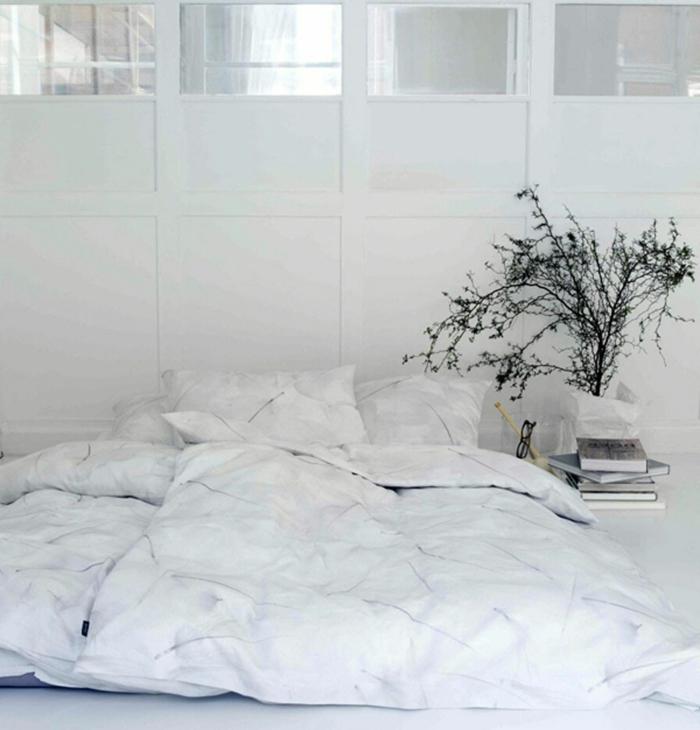 confort-sur-le-lit-la-taie-d-oreiller-tête-d-oreiller-lit-bien-aménagé-taies-d-oreiller-taie-de-traversin