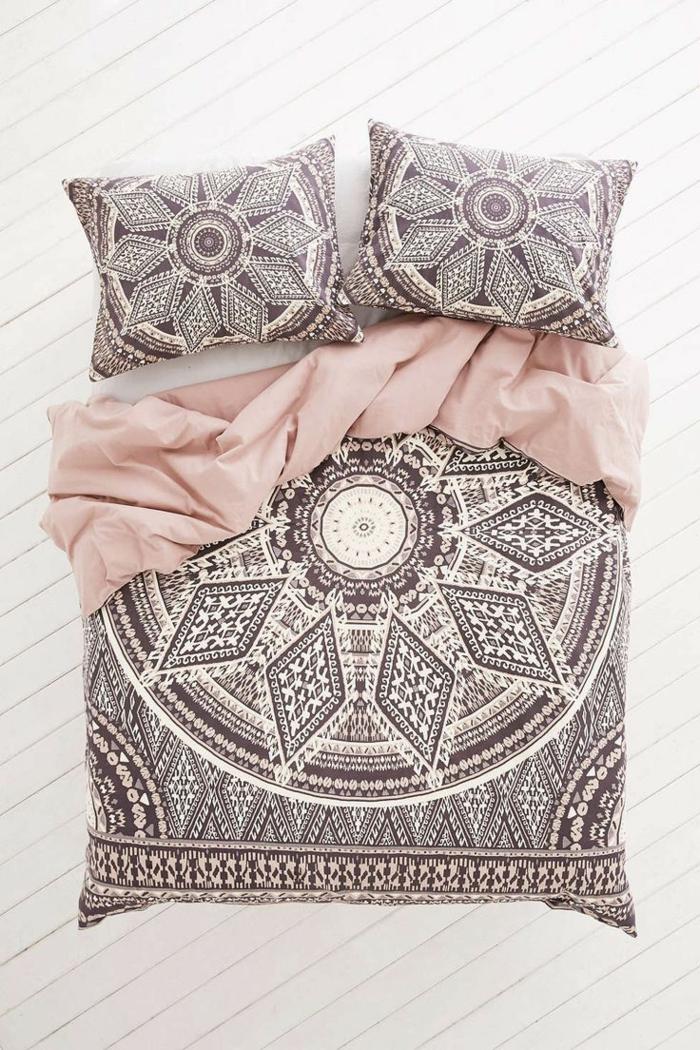 couette-bicolore-lit-chamber-à-coucher-aménagée-cool