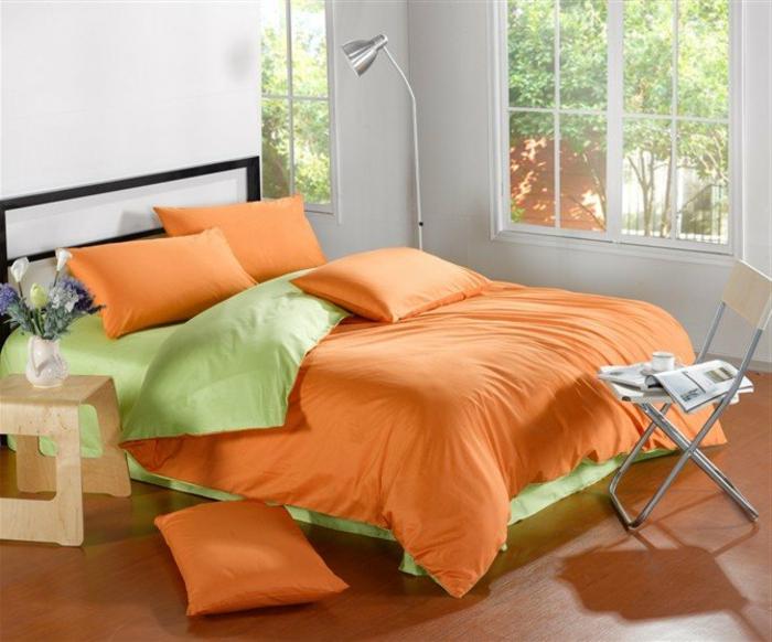 couette-bicolore-lit-chamber-à-coucher-aménagée-orange-et-vert