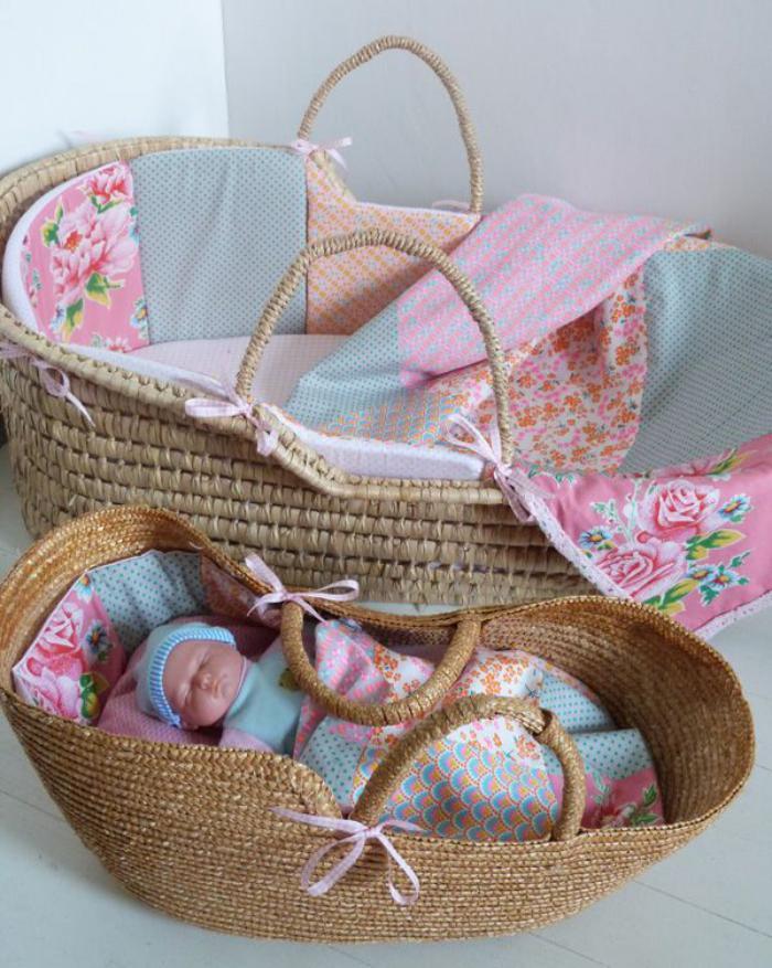 couffin-pour-bébé-deux-paniers-pour-bébé-rustiques